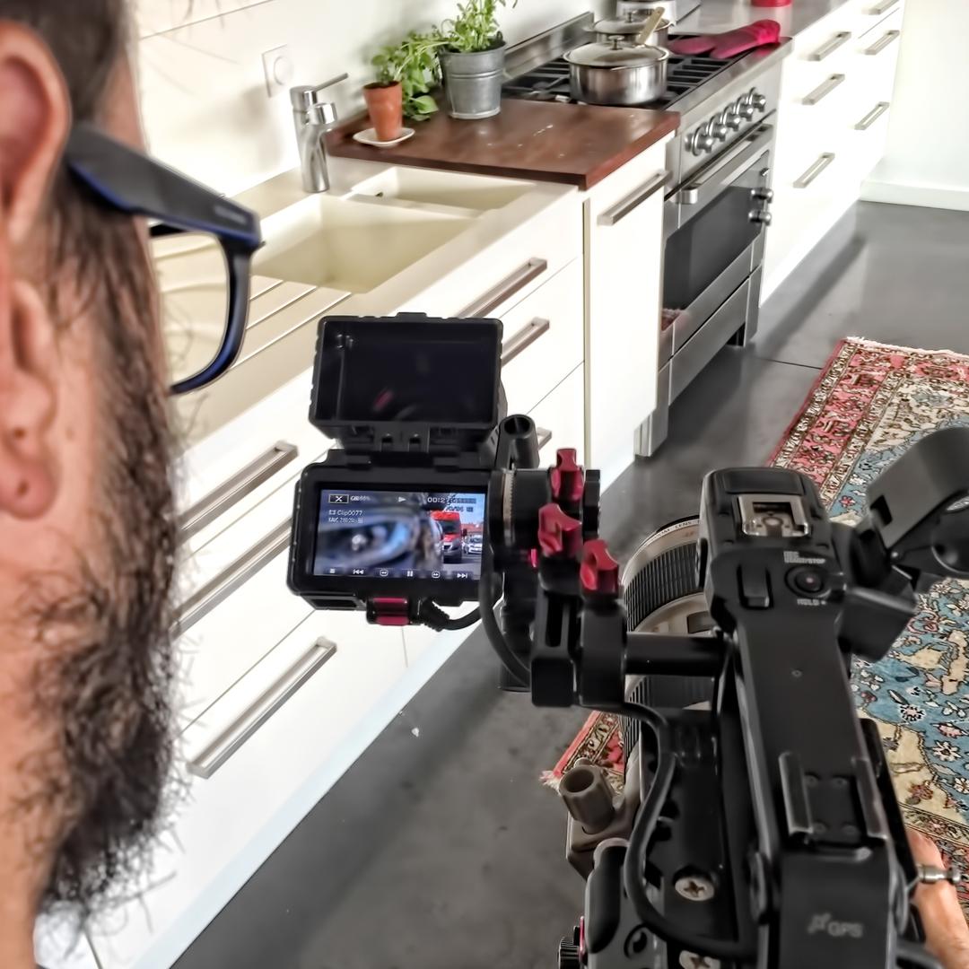 Ecran de caméra filmant la cuisine d'un client Homeserve