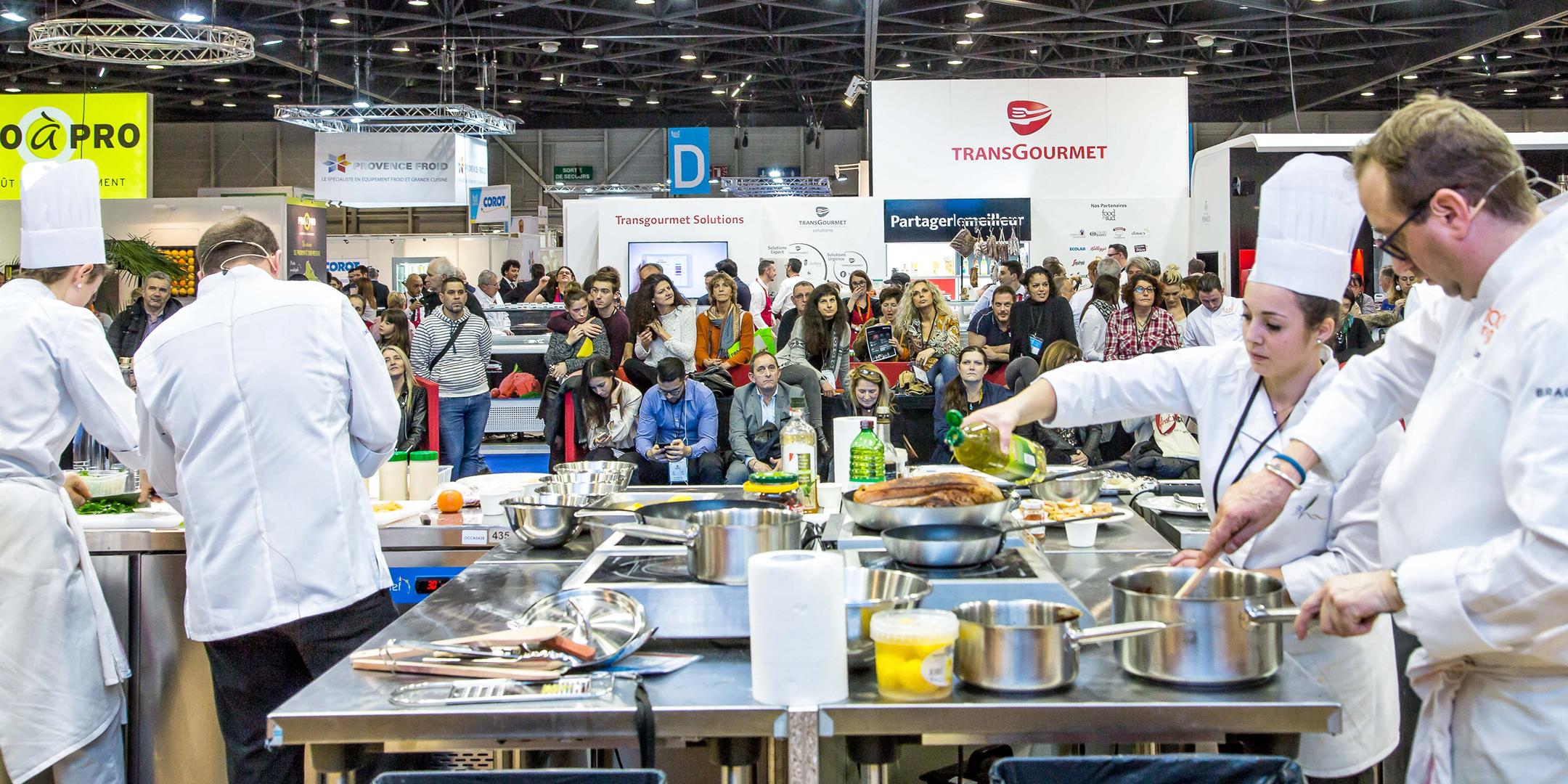 Chefs cuisinier démontrant leur savoir faire en cuisine au salon Food In Sud