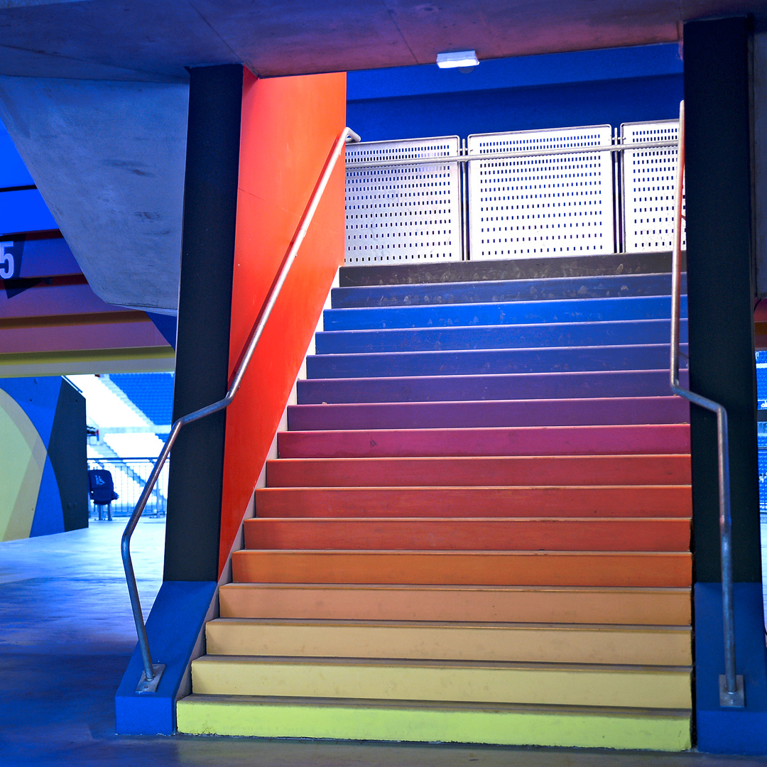 Escalier en arc en ciel du groupama Stadium de Lyon