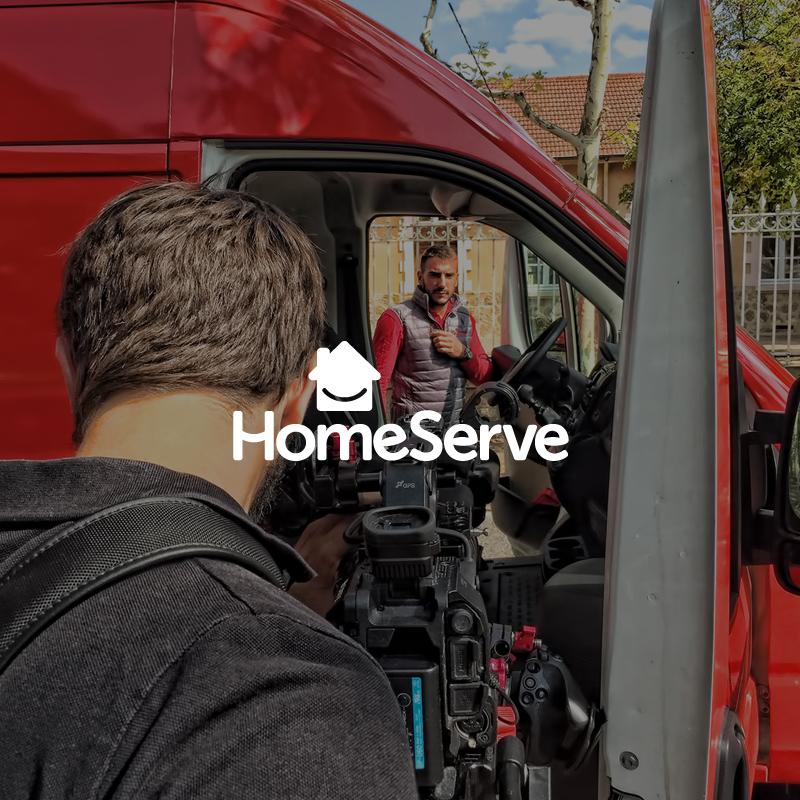 Miniature de la référence Homeserve avec le logo sur une photographie du tournage de la vidéo