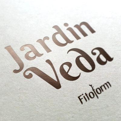 Logo de la marque Jardin Veda sur papier granuleux