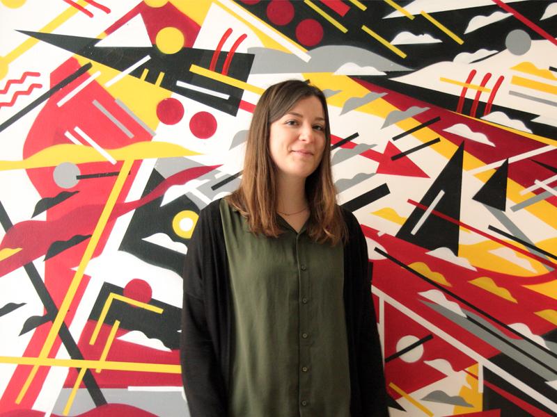 Portrait photo de Sophie, notre graphiste à l'agence