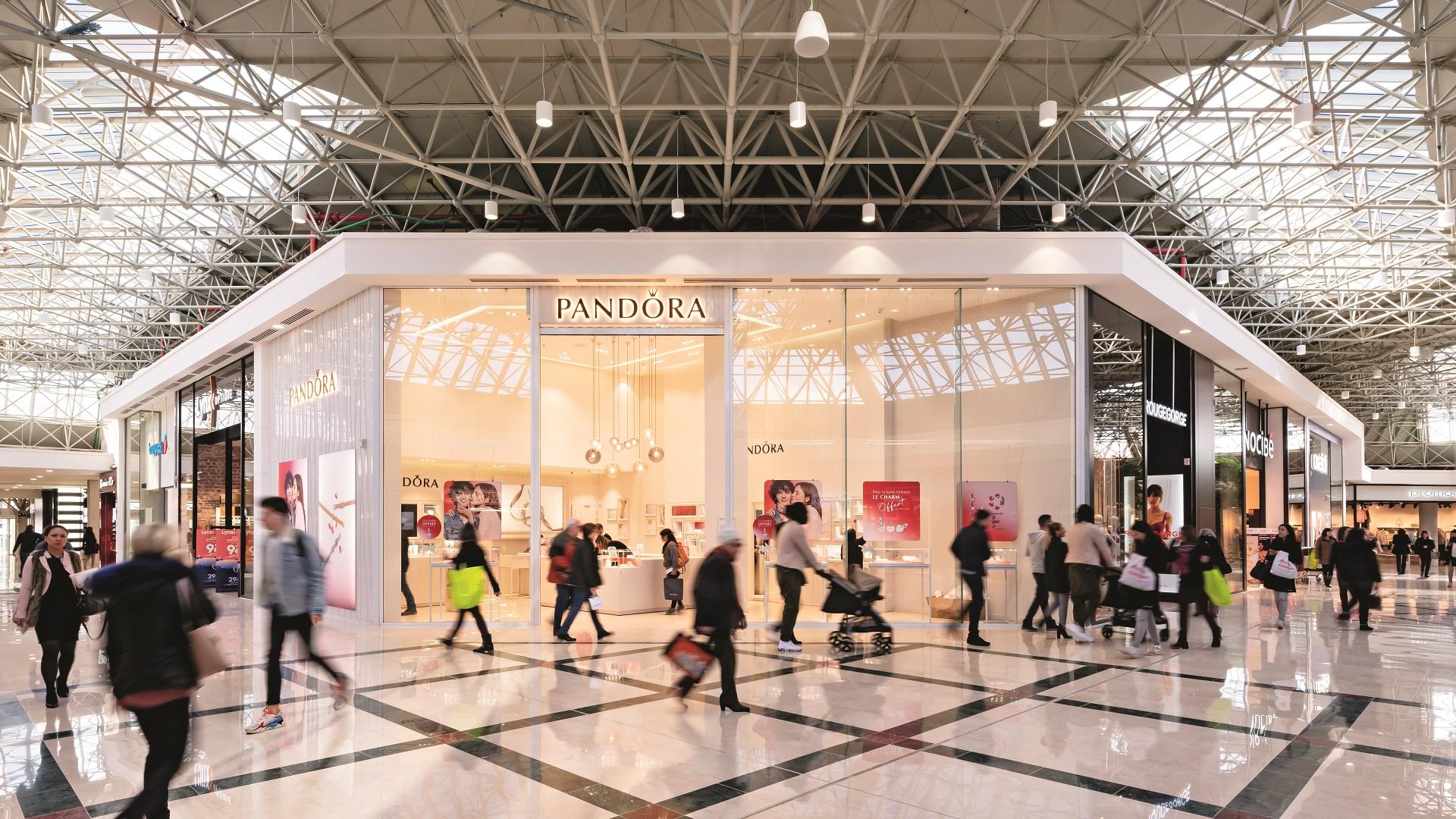 Magasin Pandora dans centre commercial Saint Genis 2