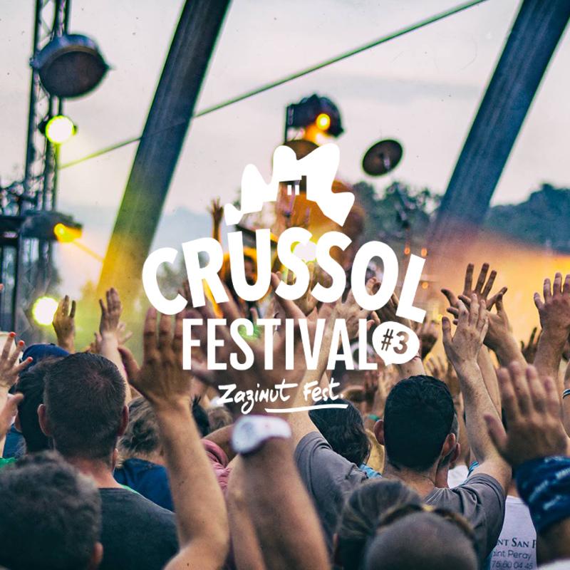 Photographie de la scène du Crussol festival avec ZAZ et vue sur la foule