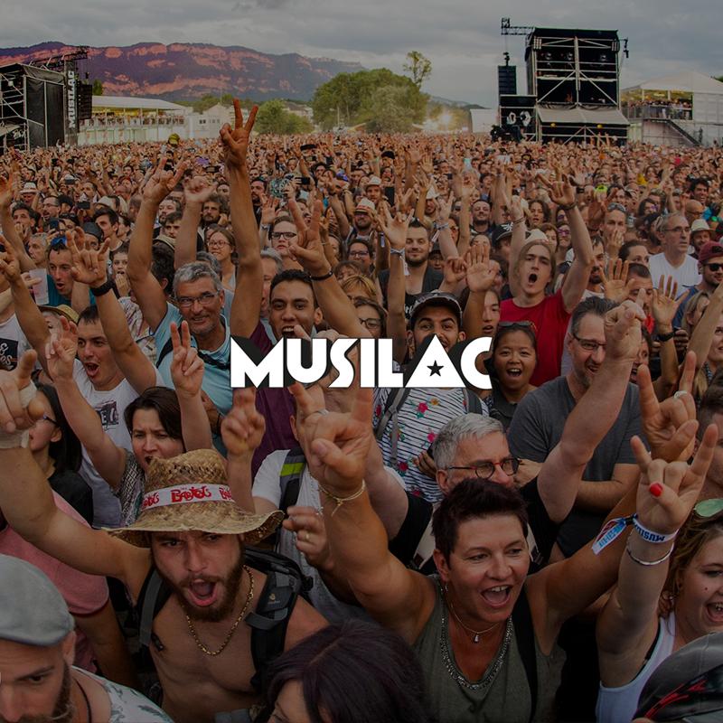 Photographie de la foule dans la fosse d'un concert au festival Musilac _ image de mise en avant