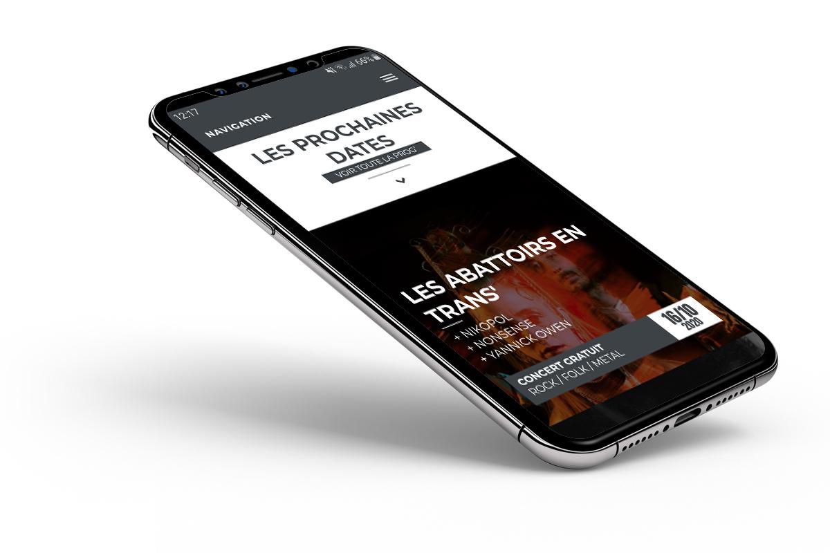 Portable sur fond blanc ouvert sur le site internet Les Abattoirs