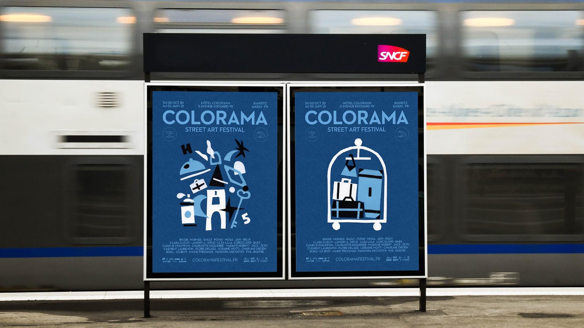 Deux affiches du Colorama festival de Biarritz 2020 sur les quais d'un métro avec le logo de la SNCF et un train en arrière plan qui avance